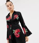 Minivestido estilo esmoquin con mangas acampanadas en negro floral de ...
