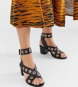 Sandalias de tacón con detalle de ojales en negro de River Island