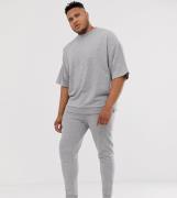 Chandal extragrande de manga corta en gris marga de ASOS DESIGN Plus