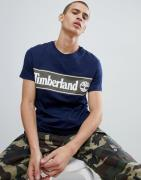 Camiseta con logo de rayas en el pecho en contraste en azul marino/ver...